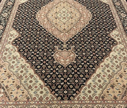 Royalty Tabriz Black - 175x267 cm - € 3591,00